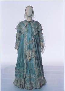 Maternity dressing gown from about 1900.
